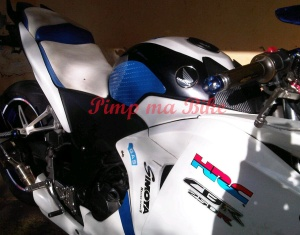 Knee grip gas tank protector CBR - samping depan