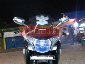 Spion sein LED oval small chrome universal_installed tampak depan di CBR250R
