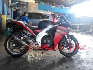 Emblem Honda Wing di Fairing CBR