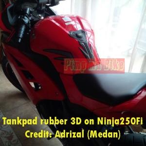 Tankpad 3D Kawasaki di Ninja250Fi_tampak kejauhan samping