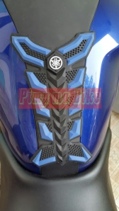 Tankpad 3D Yamaha di R25_close look di tengah