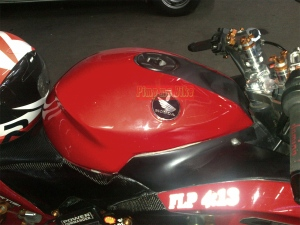 Emblem Honda Wing ver 2.0 installed on CBR150R modified