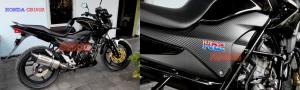 Emblem stainless 3D HRC terpasang di Honda CB150R