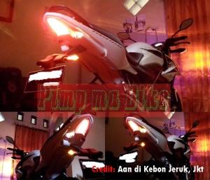 Sein LED 3in1 tancap universal di Honda CB150R dg fender Yamaha R15_nyala sein dan rem