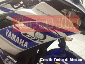 Sein tempel LED Oval clear terpasang di Yamaha R25_samping zoom