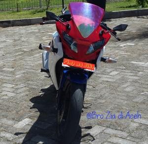 Kedok Hokage mask red terpasang di CBR150R CBU @bro Zia di Aceh. Kece badai gan dg modifikasi headlamp kedok Hokage untuk CBR ini!