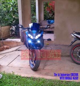 Kedok Hokage terpasang di CBR250R 2012_Tampilan jauh