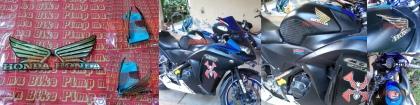 Emblem tangki Honda Wing GOLD. Berbahan plastik kaku, emblem yang didesain melengkung ini akan menambah aura eksklusif bling-bling untuk motor Honda agan. WARNING: HANYA UNTUK TANGKI MOTOR SPORT KARENA DESAINNYA MELENGKUNG! PRICE: Rp90.000,- sepasang