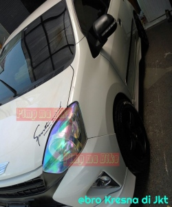 Modifikasi stiker headlamp mobil. Stylish dan keren tanpa menganggu fungsi sinar lampu. Pemasangannya jg praktis simpel gan!