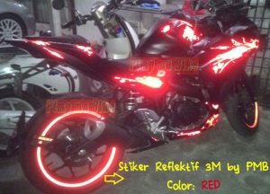 Stiker reflektif 3M merah_contoh terpasang di velg Yamaha R25. Keren, mencolok, dan safety gan!!