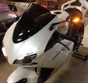 Spion sein LED model Veloce_terpasang di Ducati Panigale 1198