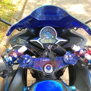 CBR250R milik PMB yg sudah dimodifkasi menggunakan full set stang adjustable Bikers, shock adjuster, rotating bar clamps. Kebetulan juragan PMB senengnya sama warna biru untuk motornya (Bikers memproduksi berbagai macam warna populer).